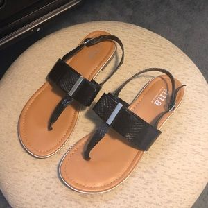 Size 7.5 sandal with bow detail